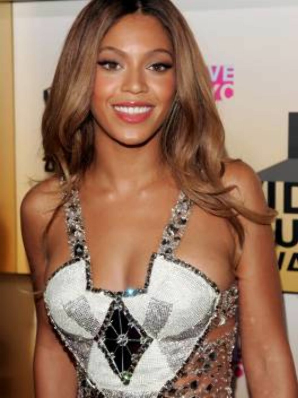 NEW YORK - AUGUST 31:  Singer Beyonce Knowles attends the 2006 MTV Video Music Awards at Radio City Music Hall August 31, 2006 in New York City.  (Photo by Peter Kramer/Getty Images) *** Local Caption *** Beyonce Knowles  * SPECIAL INSTRUCTIONS:  * *OBJEC Foto: All Over Press