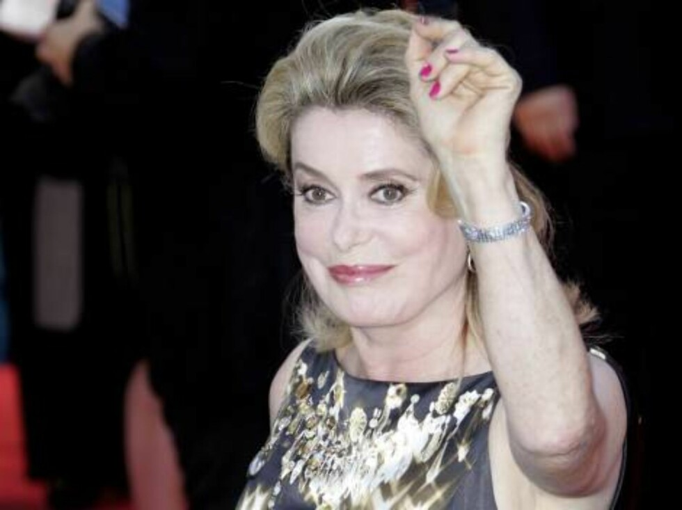VENICE, ITALY - AUGUST 30:  French actress Catherine Deneuve arrives at the opening ceremony and 'The Black Dahlia' premiere on the first day of the 63rd Venice Film Festival on August 30, 2006 in Venice, Italy.  (Photo by MJ Kim/Getty Images) *** Local C Foto: All Over Press