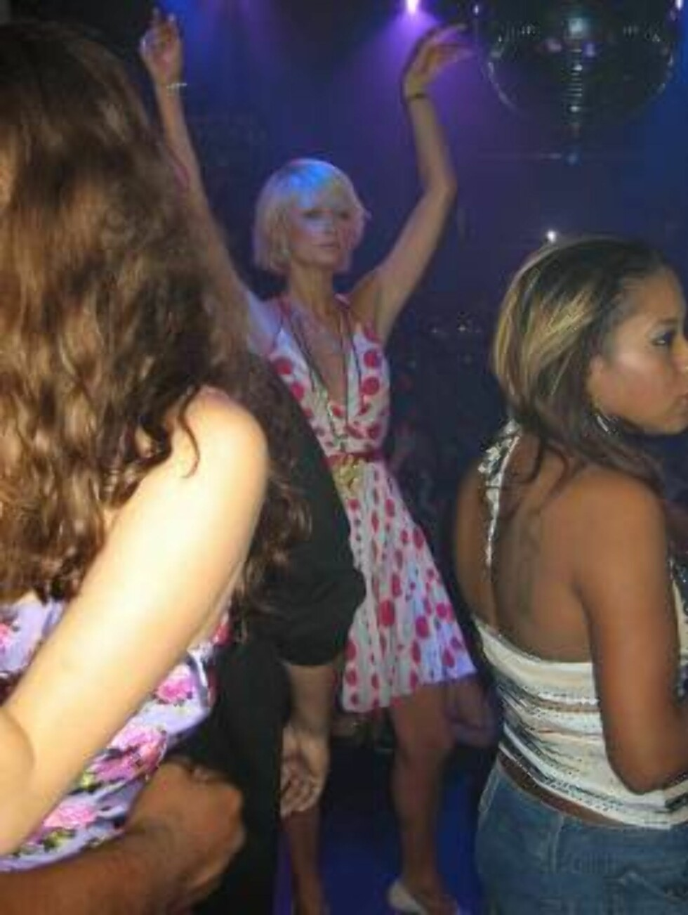 Free Paris Hilton has a lot of fun dancing in Las Vegas with friend Bijou Philips and rapper Fat Joe. Paris just broke up with fiance Paris Latsis. October 9, 2005 X17agency EXCLUSIVE / ALL OVER PRESS Foto: All Over Press