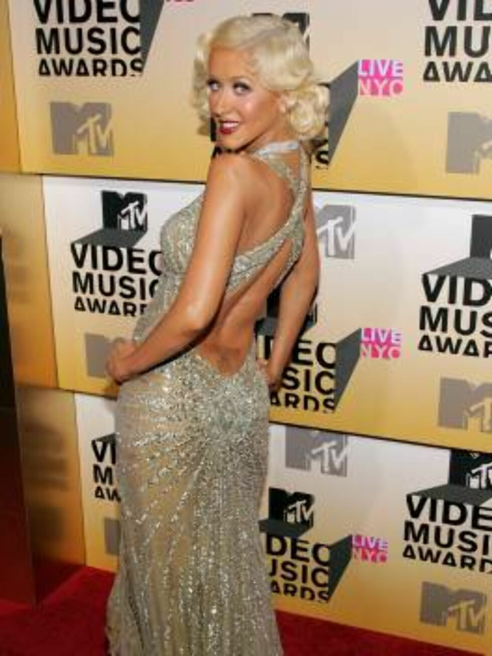 NEW YORK - AUGUST 31:  Singer Christina Aguilera attends the 2006 MTV Video Music Awards at Radio City Music Hall August 31, 2006 in New York City.  (Photo by Bryan Bedder/Getty Images) *** Local Caption *** Christina Aguilera  * SPECIAL INSTRUCTIONS:  * Foto: All Over Press