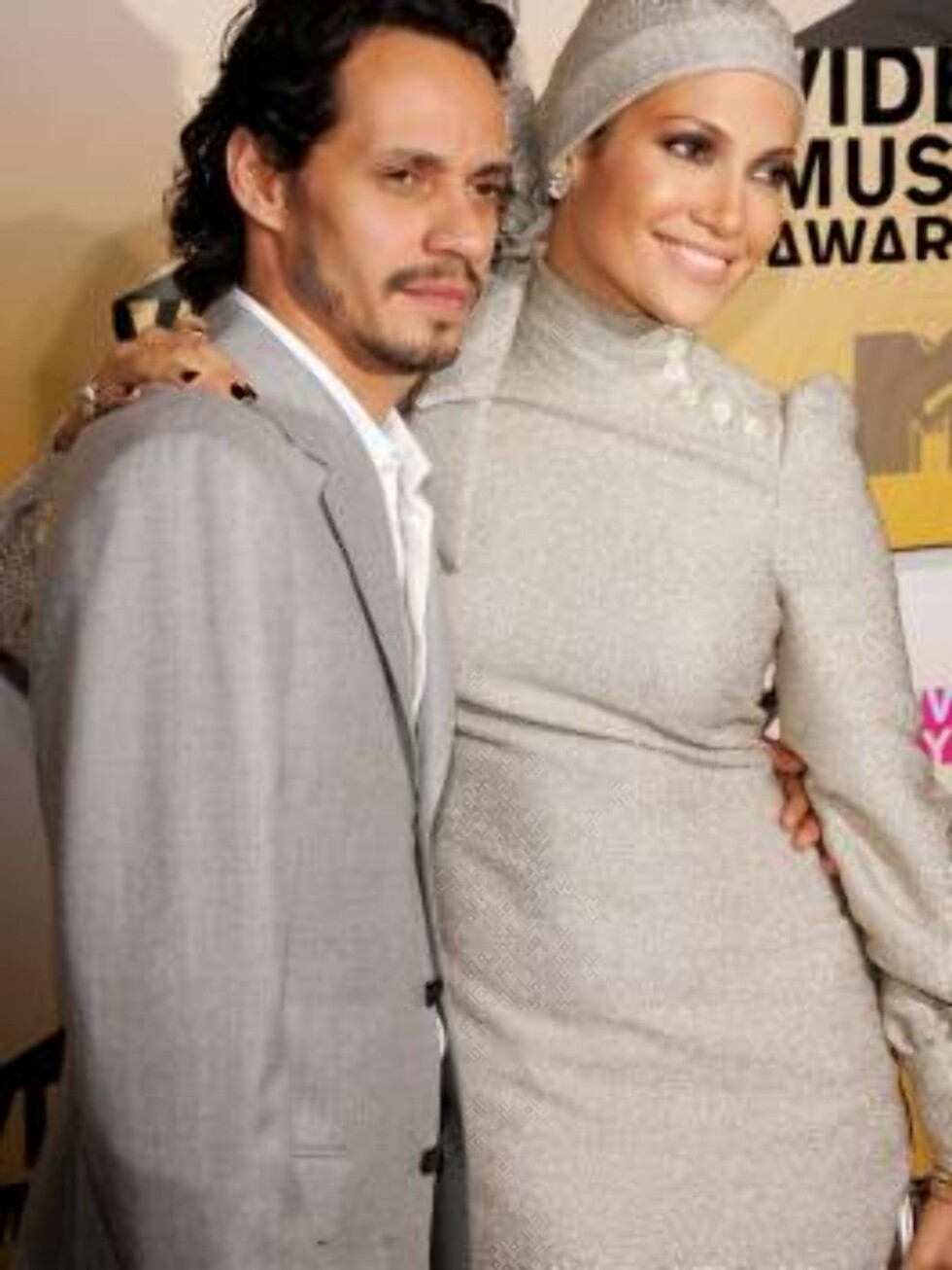 NEW YORK - AUGUST 31:  Singers Marc Anthony and Jennifer Lopez attends the 2006 MTV Video Music Awards at Radio City Music Hall August 31, 2006 in New York City.  (Photo by Evan Agostini/Getty Images) *** Local Caption *** Jennifer Lopez;Marc Anthony  * S Foto: All Over Press