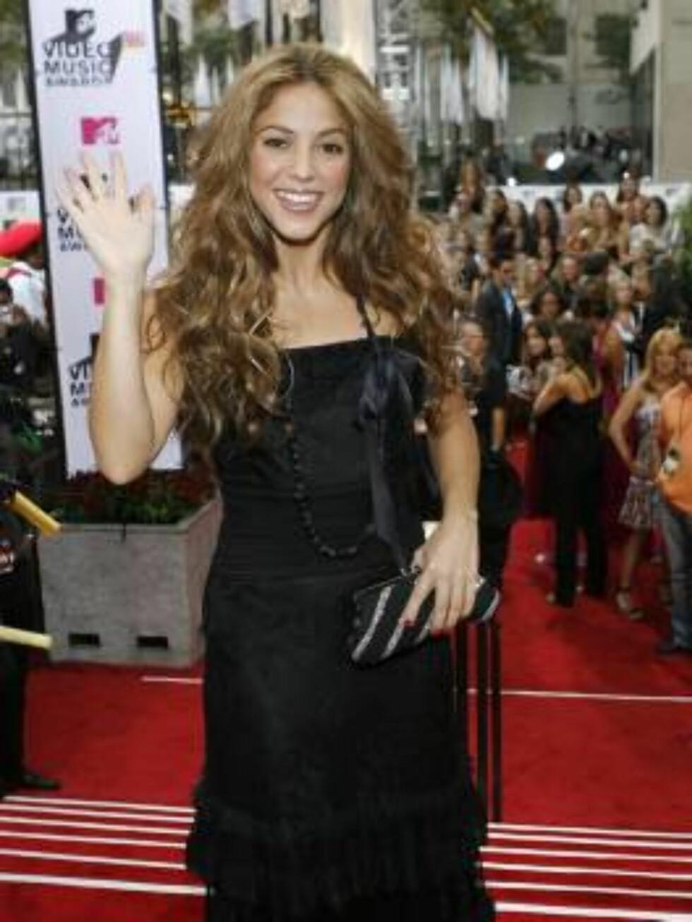 Shakira backstage the 2006 MTV Video Music Awards in New York, on Thursday, Aug. 31, 2006.  (AP Photo/Jason DeCrow) Foto: AP