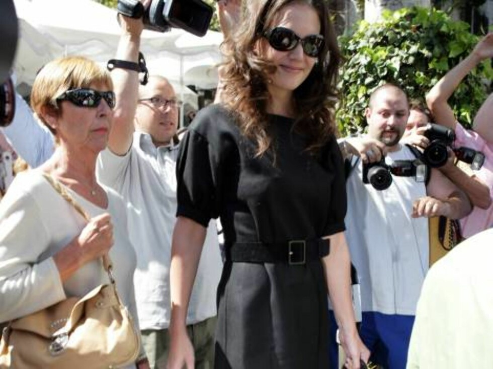 Katie Holmes and Tom Cruise's mom Mary Lee Mapother at the Ivy restaurant in Beverly Hills September 5, 2006 Foto: All Over Press