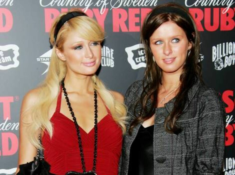 NEW YORK - AUGUST 30:  Actress/singer Paris Hilton and sister Nicky Hilton arrive at the Pharrell Williams & Absolut Ruby Red Pre-VMA Bash at Chinatown Brasserie August 30, 2006 in New York City.  (Photo by Evan Agostini/Getty Images) *** Local Caption ** Foto: All Over Press