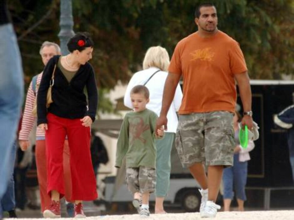 While mummy Madonna rehearses her show at Bercy stadium in Paris where she will perform tonight on August 27, 2006, Rocco and Lourdes leave Hotel Crillon in Paris for a walk around.   Photo by ABACAPRESS  Code 4001/104161  COPYRIGHT STELLA PICTURES Foto: Stella Pictures