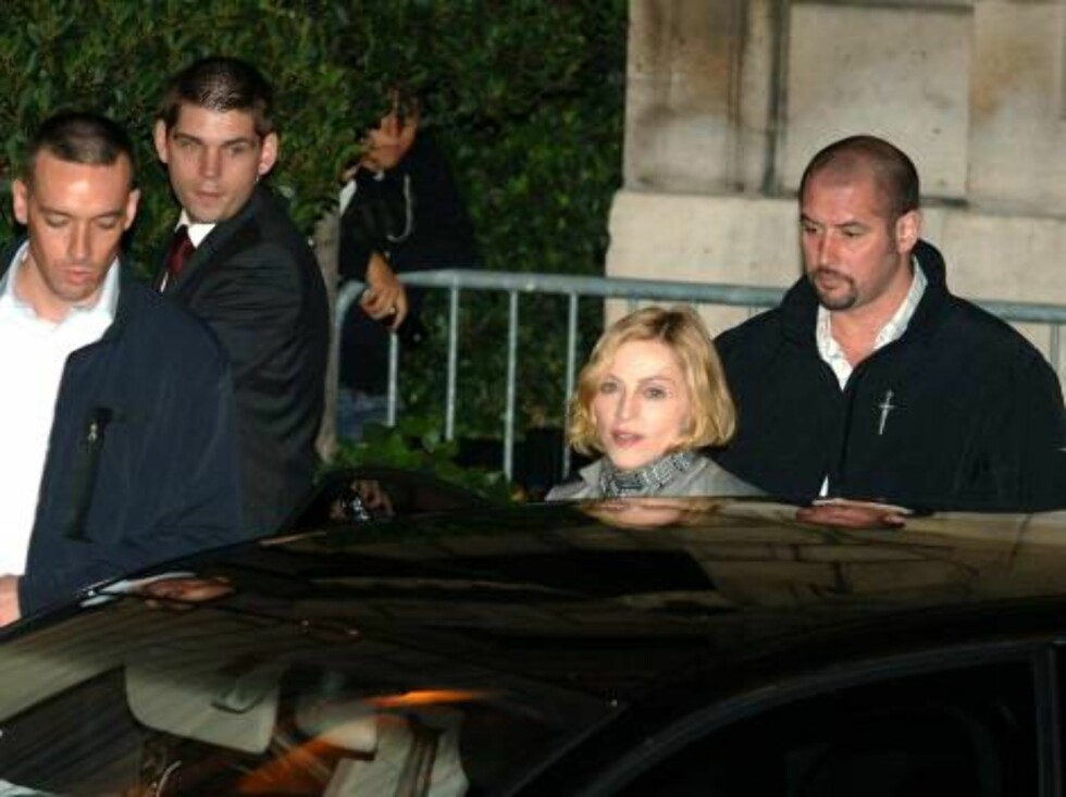 US singer Madonna leaves Crillon hotel in Paris, France on August 26, 2006 with her kids Lourdes and Rocco. She will perform on sunday and monday at Bercy Stadium as part of her world tour. Photo:  ABACAPRESS.COM  Code:4001/104142 COPYRIGHT STELLA PICTURE Foto: Stella Pictures