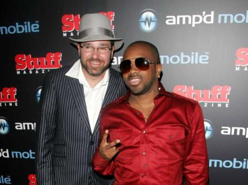 NEW YORK - AUGUST 30:  Director Dave Meyers and producer Jermaine Dupri attend the Amp'd Mobile & Stuff Magazine Pre-VMA Bash hosted by Jermaine Dupri at the Marquee on August 30, 2006 in New York City.  (Photo by Peter Kramer/Getty Images) *** Local Capt Foto: All Over Press