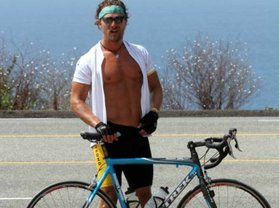 """Matthew McConaughey back on his bike after 24 hrs break. The actor has a tight exercise program getting ready for an action """"Rambo type"""" movie. August 6, 2006 X17agency EXCLUSIVE Foto: All Over Press"""
