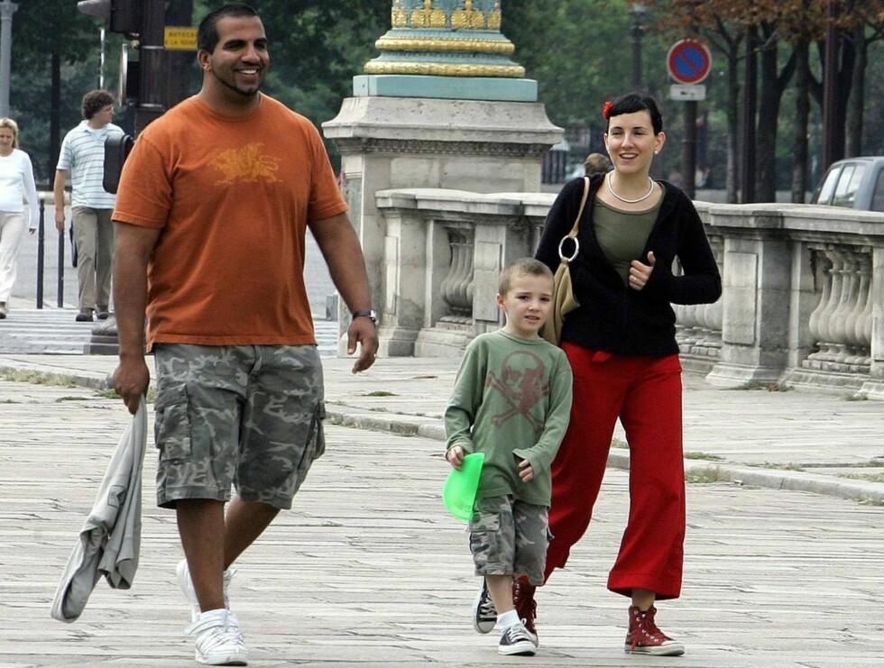 GODT SELSKAP: Rocco drar ingen steder uten barnepiken (til høyre) og livvakten. Foto: Stella Pictures