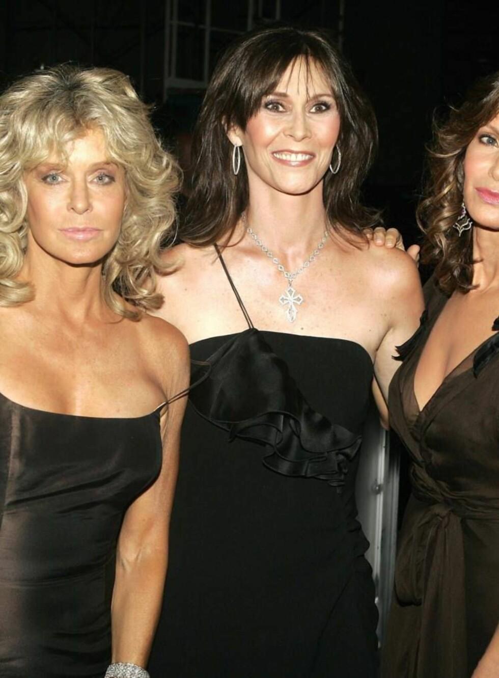 STRAM I MASKA: Det er ikke godt å se at denne trioen er nærmere 60 år. Men både Farrah (t.v.), Kate og Jaclyn er ganske så stive i maska...  Foto: STELLA PICTURES