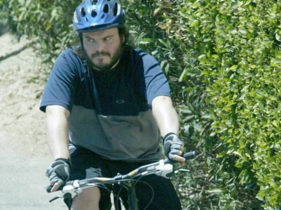 Hollywood 20040810  **EXCLUSIVE  Jack Black taking a bike ride in Hollywood.  Photo: Fame Pict  COPYRIGHT STELLA PICTURES Foto: Stella Pictures