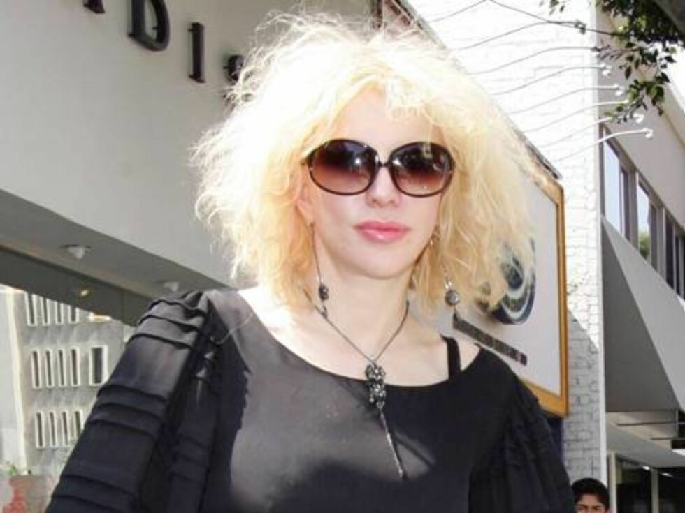 Courtney leaves her hairdresser in Hollywood with new hairdo. May 12, 2006 X17agency exclusive / ALL OVER PRESS Foto: All Over Press