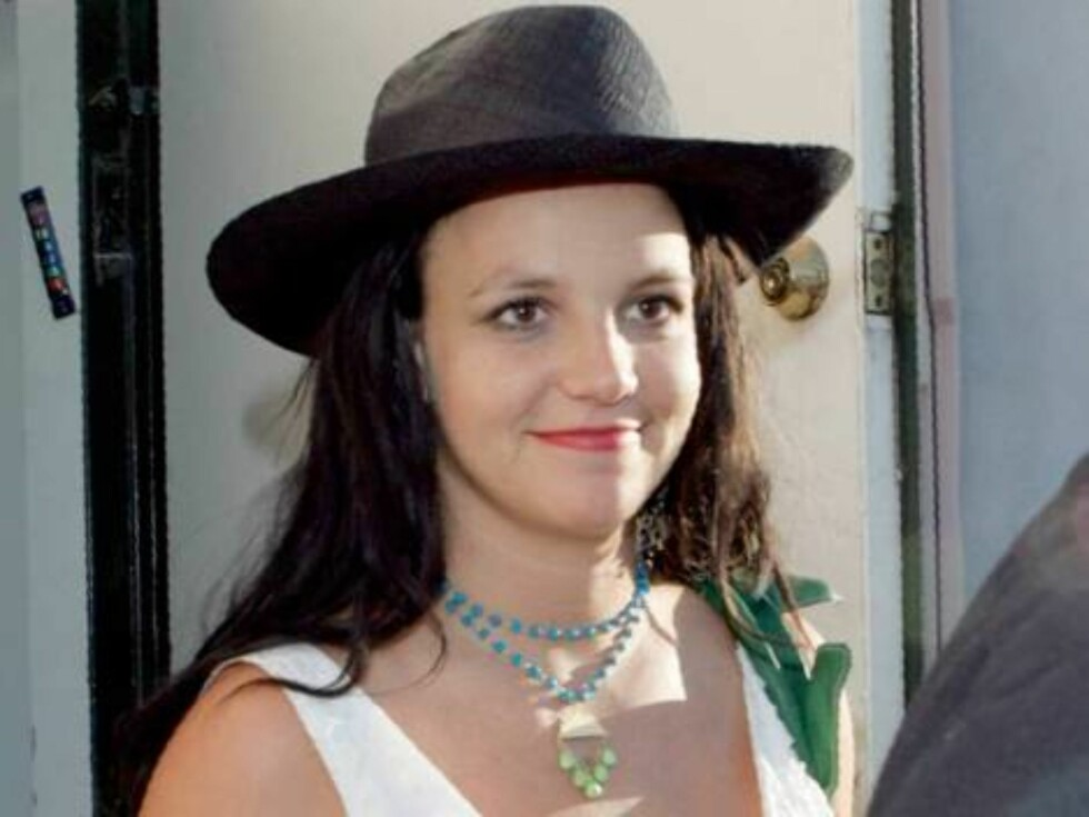 Britney Spears shops at Intuition store in Los Angeles and comes out with a black hat August 18, 2006 X17agency exclusive Foto: All Over Press