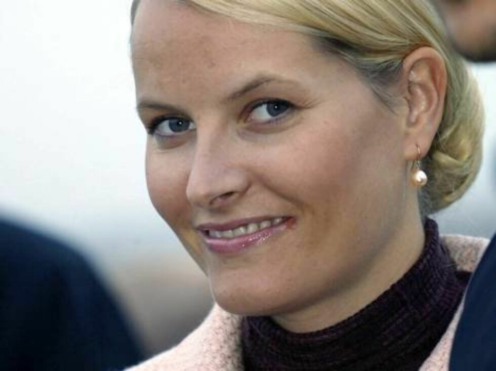 VADSØ, 01.09.2004.  CROWN PRINCESS METTE-MARIT  MEETS THE PRESS AT THE END OF THE VISIT..  Photo: AASTA BØRTE/nunn-syndication Code: 4008  COPYRIGHT STELLA PICTURES Foto: NUNN Syndication