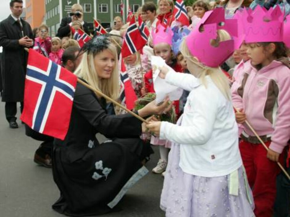 Kristiansund 2006-06-20  The Norwegian Royal Family travels through Norway. Here they visit the small village Kristiansund.  Picture: Princess Mette-Marit  FOTO: Marius Gulliksrud Code: 5008  COPYRIGHT STELLA PICTURES. Foto: Stella Pictures
