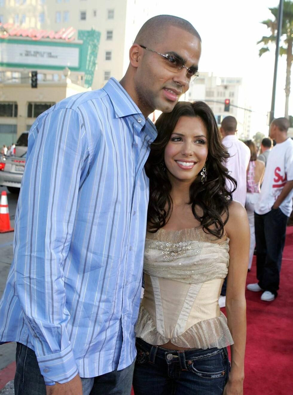 SEXY PAR: Tony og Eva - her avbildet med klær. Foto: All Over Press