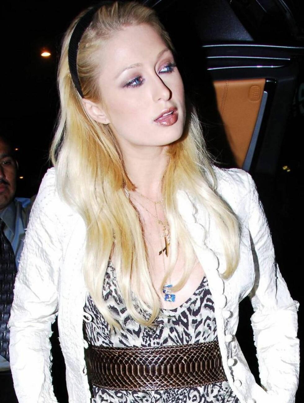 DILLA PÅ LILLA: Paris Hilton har mange fine klær, men også mange fæle... Foto: All Over Press