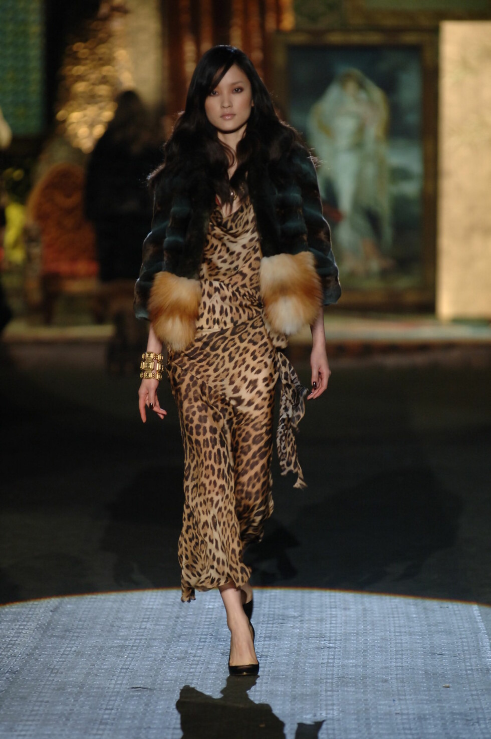 MILAN. Models on the catwalk for Roberto Cavalli. Woman Fall/Winter 06-07.   Photo: SGP Code: 4022  COPYRIGHT STELLA PICTURES                                  Foto: Stella Pictures
