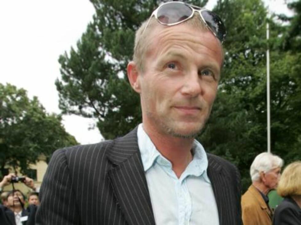 STILTE OPP: Jo Nesbø engasjerer seg for flyktningene. Foto: STELLA PICTURES