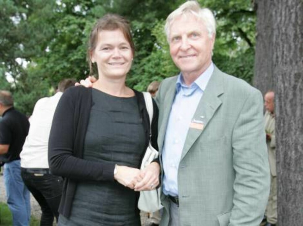 OSLO 2006-08-24: Norwegian publishing house Aschehoug throws their annual garden party: A wide variety of celebrities are invited. Pictured here violin master ARVE TELLFSEN with wife KRISTIN SLØRDAHL. Code 5008. Photo Marius Gulliksrud. COPYRIGHT STELLA  Foto: STELLA PICTURES