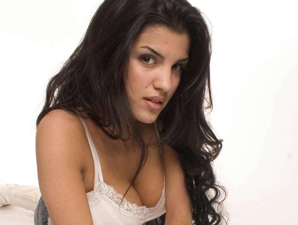 SEXY POKER: Aylar og hennes team skal være dealere på en stor pokerturné.  Foto: TVNorge