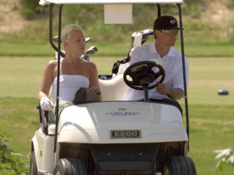 Los Cabos, Mexico 2006-08-11  **EXCLUSIVE**  Punky pop singer Pink and her husband, motocross racer Carey Hart playing Golf in Los Cabos, Mexico  Photo: :Pool / Clasos Code: 4043  COPYRIGHT STELLA PICTURES Foto: Stella Pictures
