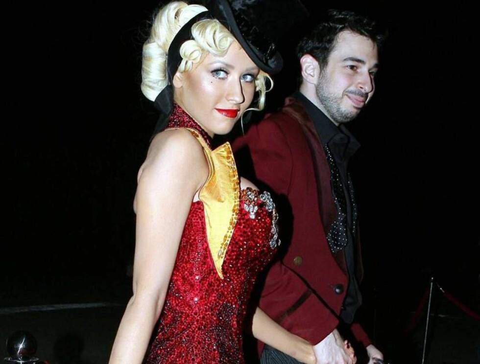 PERFEKSJONIST: Christina Aguilera sørger for at også ektemannen matcher til antrekket hennes. Foto: All Over Press