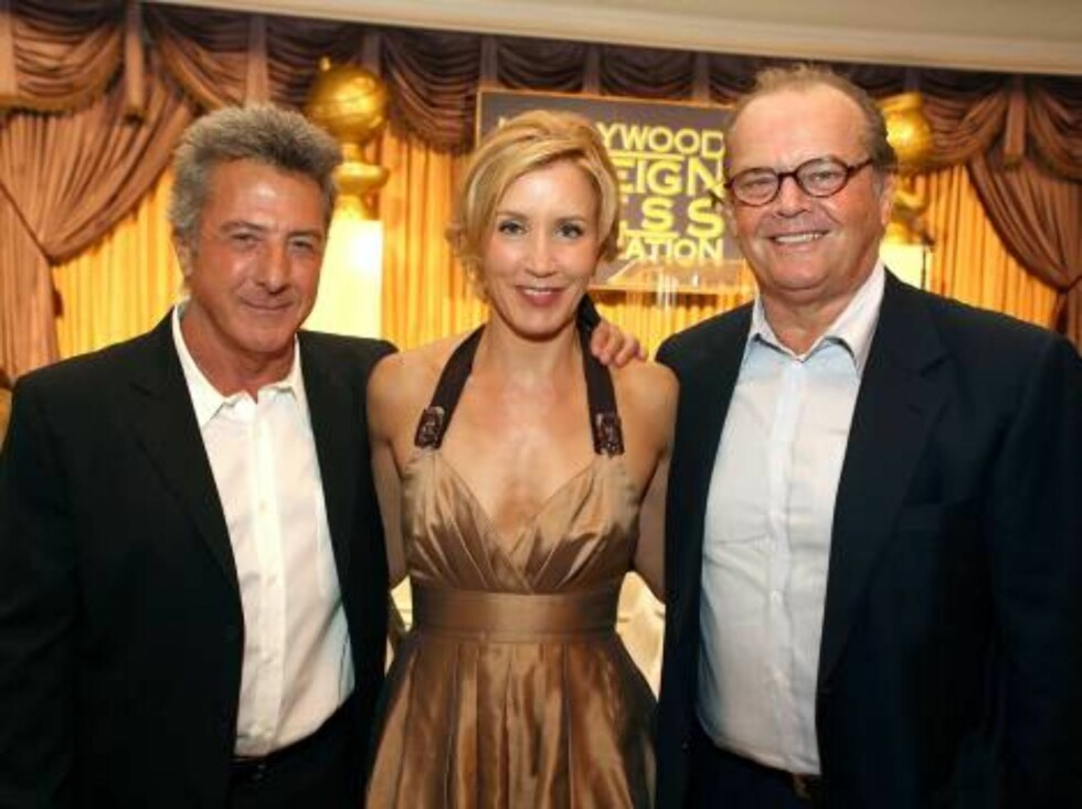 BEVERLY HILLS, CA - AUGUST 17:  (L-R) Actor Dustin Hoffman, actress Felicity Huffman and Jack Nicholson attend the HFPA annual installation luncheon held at The Beverly Hills Hotel on August 17, 2006 in Beverly Hills, California.  (Photo by Kevin Winter/G Foto: All Over Press