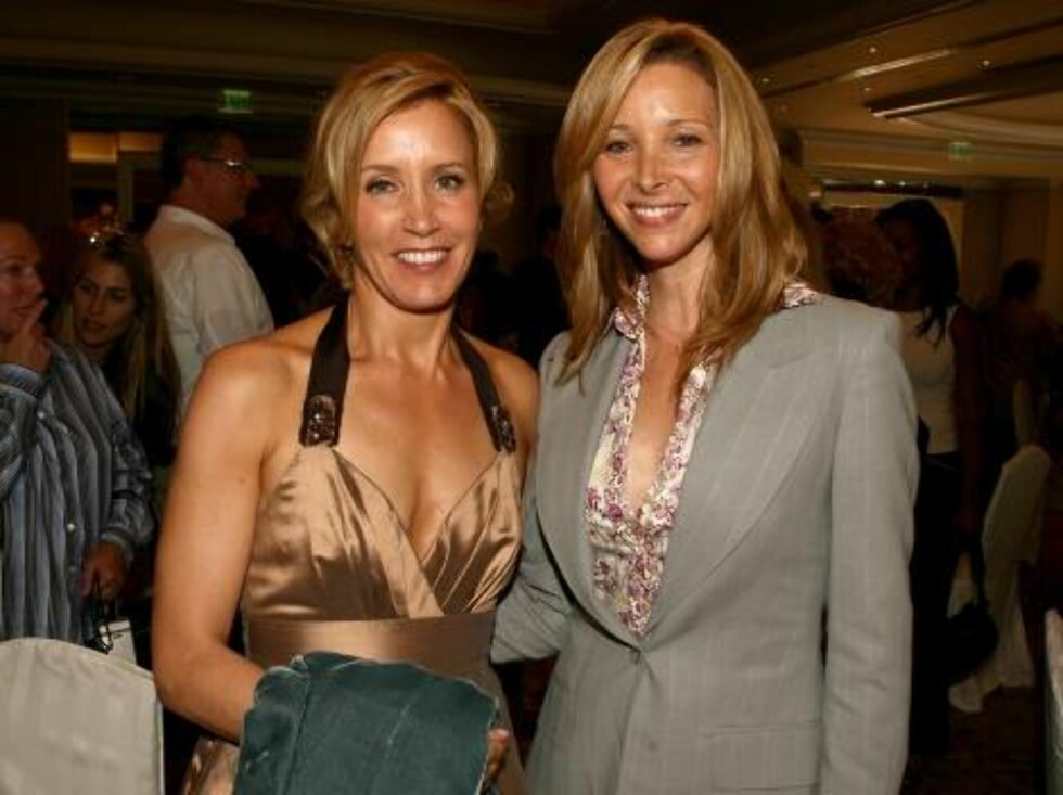 BEVERLY HILLS, CA - AUGUST 17:  Actresses Felicity Huffman (L) and Lisa Kudrow attend the HFPA annual installation luncheon held at The Beverly Hills Hotel on August 17, 2006 in Beverly Hills, California.  (Photo by Kevin Winter/Getty Images) *** Local Ca Foto: All Over Press