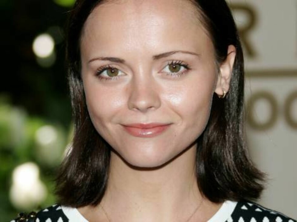 BEVERLY HILLS, CA - AUGUST 17:  Actress Christina Ricci arrives at the HFPA annual installation luncheon held at The Beverly Hills Hotel on August 17, 2006 in Beverly Hills, California.  (Photo by Frazer Harrison/Getty Images) *** Local Caption *** Christ Foto: All Over Press