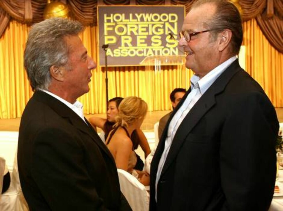 BEVERLY HILLS, CA - AUGUST 17:  Actors Dustin Hoffman (L) and Jack Nicholson talk as they attend the HFPA annual installation luncheon held at The Beverly Hills Hotel on August 17, 2006 in Beverly Hills, California.  (Photo by Kevin Winter/Getty Images) * Foto: All Over Press