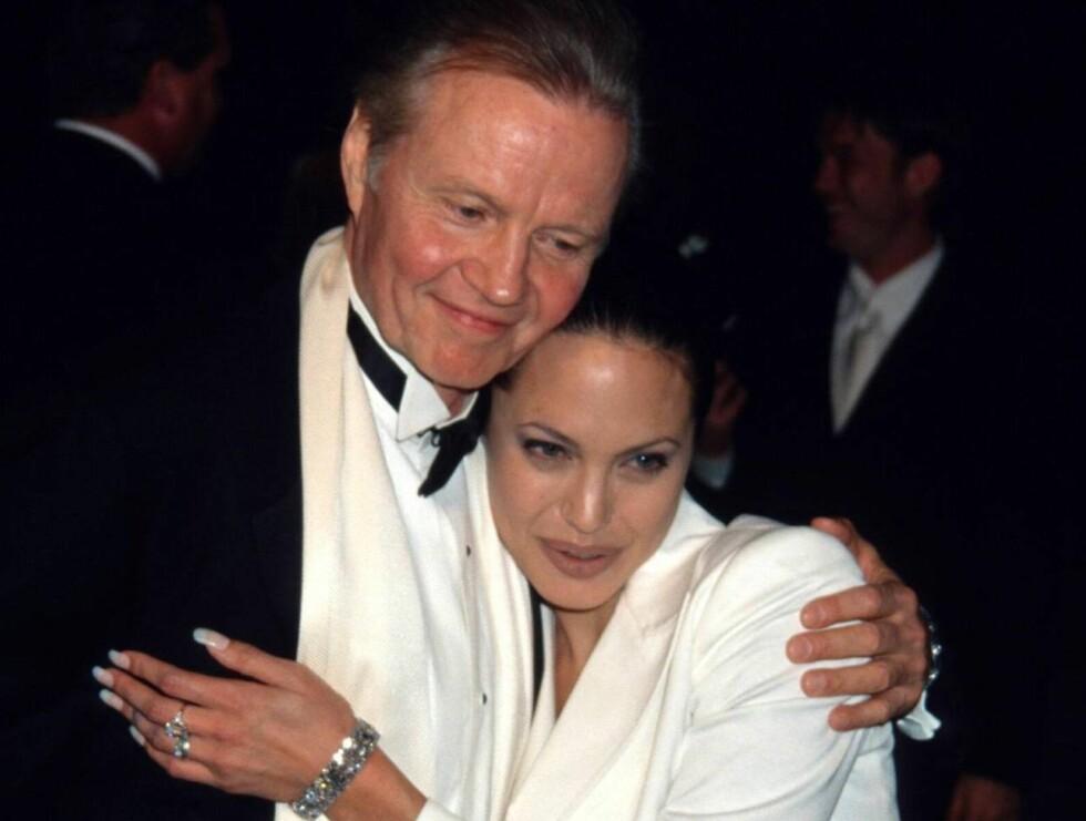 DEN GANG: Jolie og faren hadde et godt forhold før. Men nå hersker en isfront... Foto: Stella Pictures