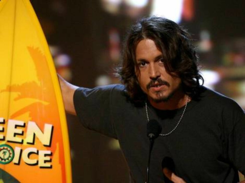 UNIVERSAL CITY, CA - AUGUST 20:  Actor Johnny Depp accepts the Choice Movie Actor Drama/Action Adventure onstage at the 8th Annual Teen Choice Awards at the Gibson Amphitheatre on August 20, 2006 in Universal City, California.  (Photo by Kevin Winter/Gett Foto: All Over Press