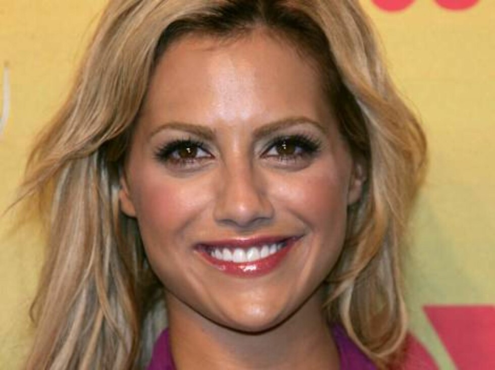 UNIVERSAL CITY, CA - AUGUST 20:  Actress Brittany Murphy poses in the press room at the 8th Annual Teen Choice Awards at the Gibson Amphitheatre on August 20, 2006 in Universal City, California.  (Photo by Frazer Harrison/Getty Images) *** Local Caption * Foto: All Over Press