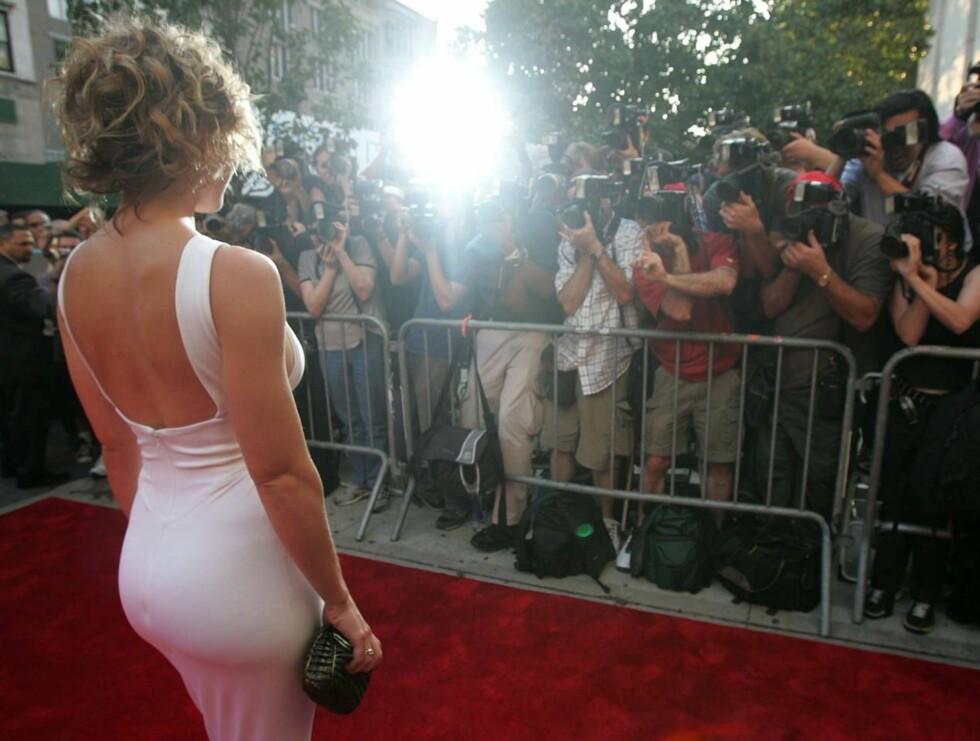 SNU DEG!: Det var ikke fronten på Jessica som fikk mest oppmerksomhet i går... Foto: All Over Press