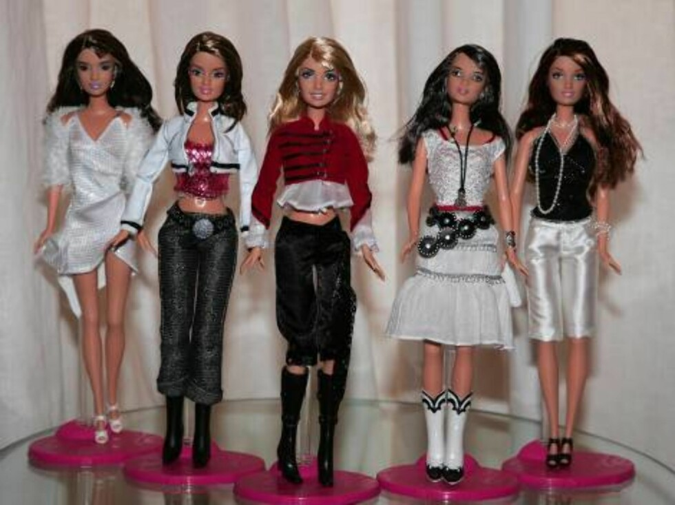 Girls Aloud launched their own Barbie Doll clothing collection at 5 Cavendish Square in London. The British girls band designed the five limited edition dolls, each with her own individual outfit and accessories. Photo:  Axel  Code:3008  COPYRIGHT STELLA Foto: Stella Pictures