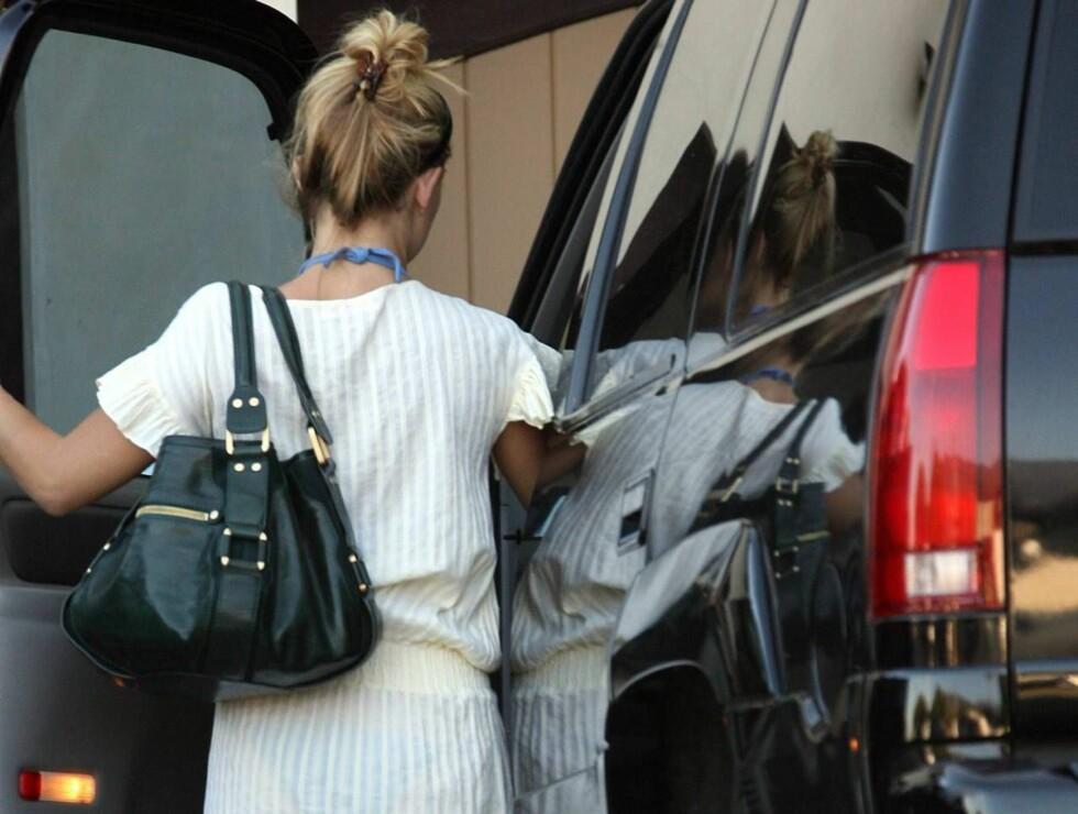DÅRLIG STEMNING: Kate Hudson tok seg en kjøretur, mens eks-mannen lekte med sønnen. Foto: All Over Press