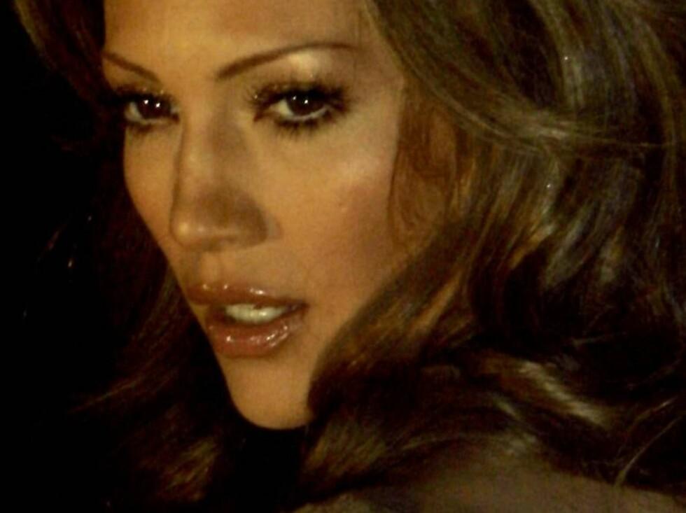 US singer Jennifer Lopez arrives for the Dolce & Gabbana fashion collection for Autumn/Winter 2006/2007, unveiled in Milan, Italy, Thursday, Feb. 23 2006. (AP Photo/Antonio Calanni) Foto: AP/Scanpix