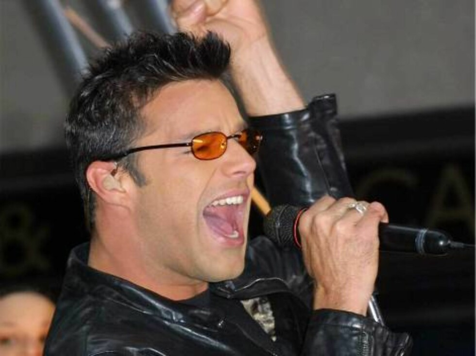 """389487 04:  Singer Ricky Martin performs on the """"Today Show"""" May 18, 2001 at Rockefeller Plaza in New York City.  (Photo by George De Sota/Getty Images) ALL OVER PRESS Foto: All Over Press"""