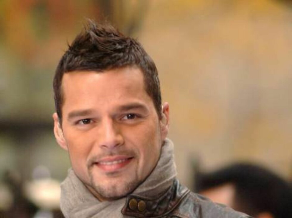 NEW  YORK - NOVEMBER 9:  Singer Ricky Martin performs Live on the NBC Today Show Toyota Concert Series in Rockefeller Plaza on November 9, 2005 in New York City.  (Photo by Brad Barket/Getty Images) / ALL OVER PRESS56118852BB006_MARTIN *** Local Caption * Foto: All Over Press