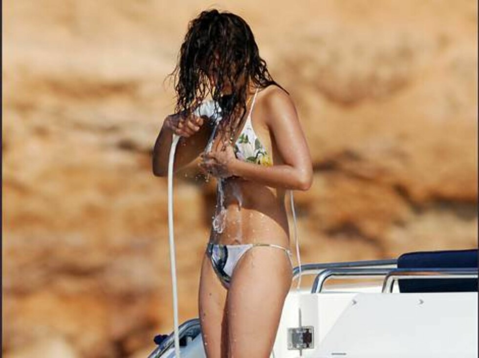 IBIZA ISLAND/SPAIN. 2006-08-15  SPANISH ACTRESS PENELOPE CRUZ AND HER MOTHER, ENCARNA SANCHEZ ON VACATION  Photo: MARTINEZ/Enfoque  Code:4042  COPYRIGHT STELLA PICTURES             Foto: Stella Pictures