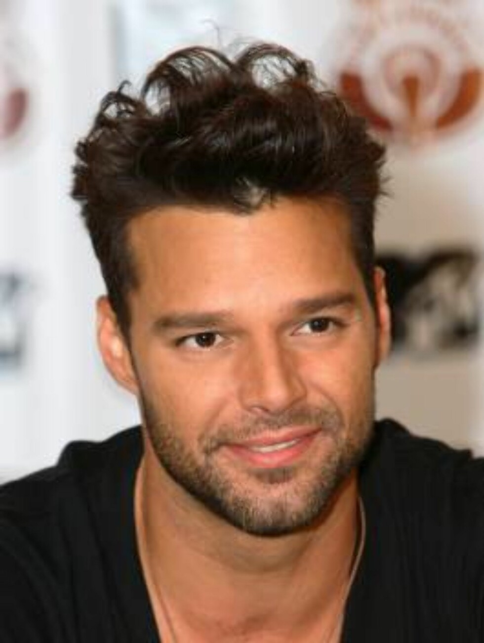 This image is not included in any subscription deal. Use of this image will incur a charge.  CORAL GABLES, FL - AUGUST 17:  Latin musician Ricky Martin appears at a press conference following his MTV Unplugged performance at the Bank United Center at the Foto: All Over Press