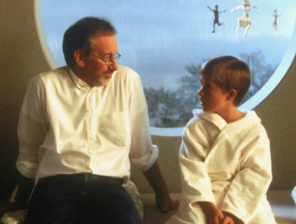 STJERNE: Haley sammen med regissøren Steven Spielberg. Foto: All Over Press
