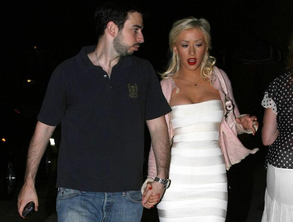 UPENT PAR: Jordan konkurrerer i alle fall ikke med Christina om å ta seg best ut... Foto: All Over Press