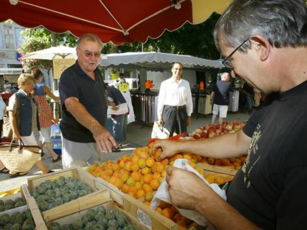 Prince Consort Henrik of Denmark walks along the tiny market of Caix-Luzech, southwest of France and buy some fruits. He spends some vacations with Queen Margrethe in the royal property Chateau de Caix near Cahors, France, on August 9, 2006  Picture:  Pri Foto: Stella Pictures