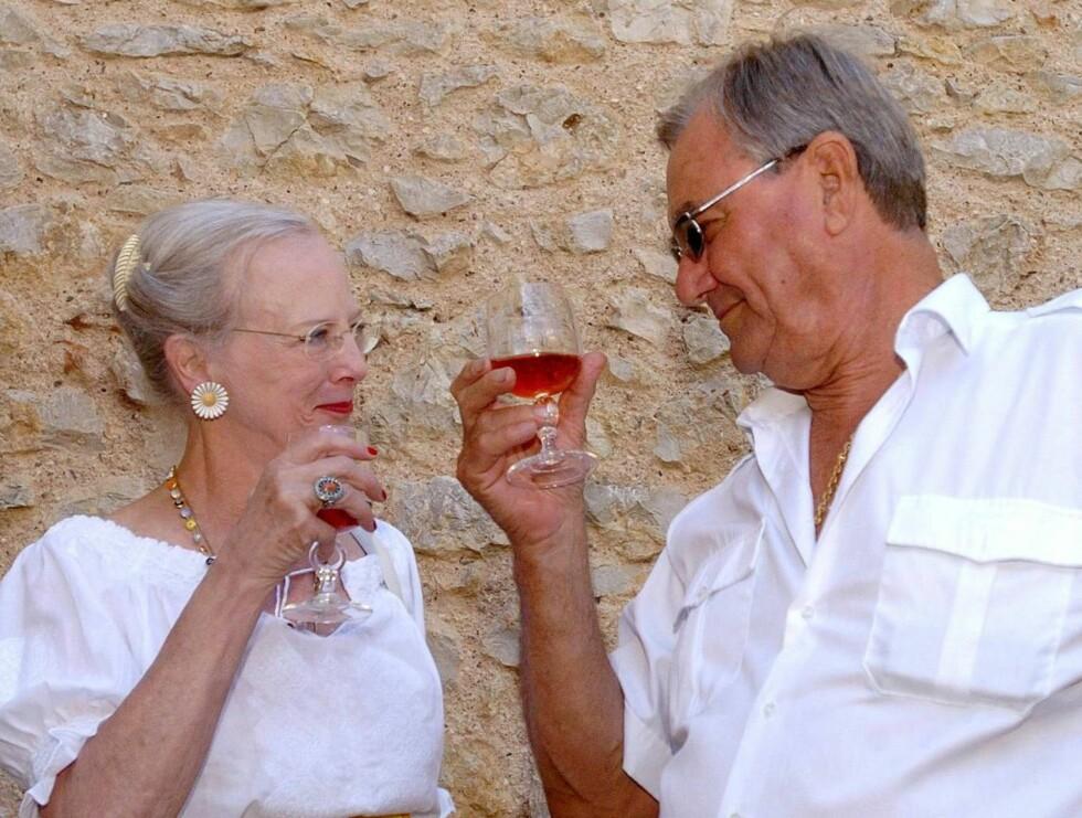 FORELSKET: Aner vi en liten sommerforelskelse på Margrethe og Henrik? Foto: AP/Scanpix