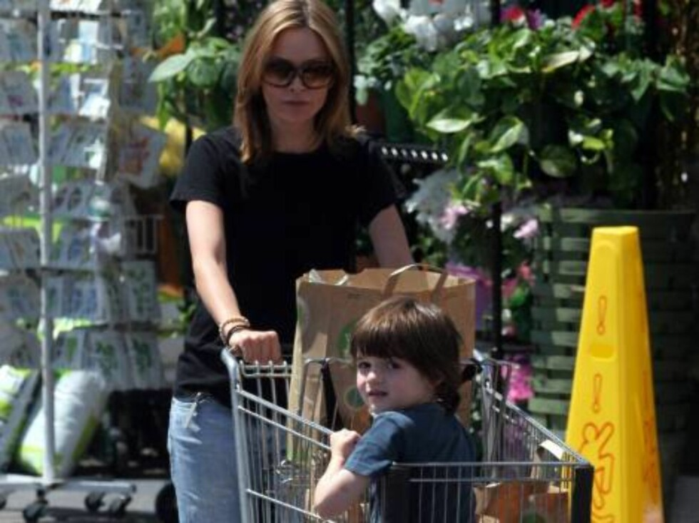 Calista Flockhart grocery shopping in Brentwood with son Liam. June 5, 2006 X17agency EXCLUSIVE / ALL OVER PRESS Foto: All Over Press