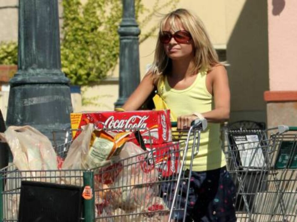 Code: X17XX8 - Stefan_Gros, Hollywood, USA, 20.05.2005: Nicole Richie grocery shopping with fiance Adam in Hollywood. Nicole then eats an ice cream. All Over Press / X17 Agency / Stefan_Gros        EXCLUSIVE / ALL OVER PRESS Foto: All Over Press