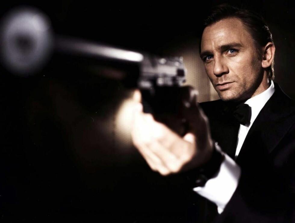 VETTSKREMTE: Bond-medarbeiderne er tøffere på skjermen enn i virkeligheten... Foto: AP