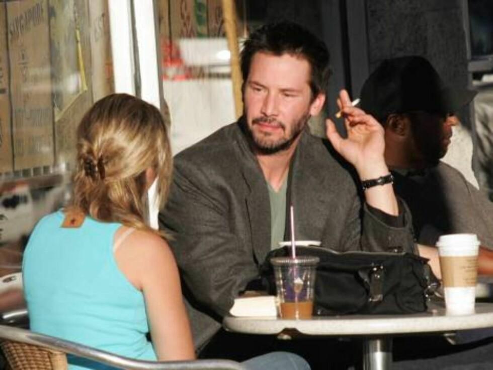 SØRGER?: Keanu Reeves fant drømmedama, men hun døde i en bilulykke kort tid etter at hun fødte deres dødfødte barn i 2001. Siden har ikke Keanu hatt noen særlig langvarige forhold. Foto: All Over Press